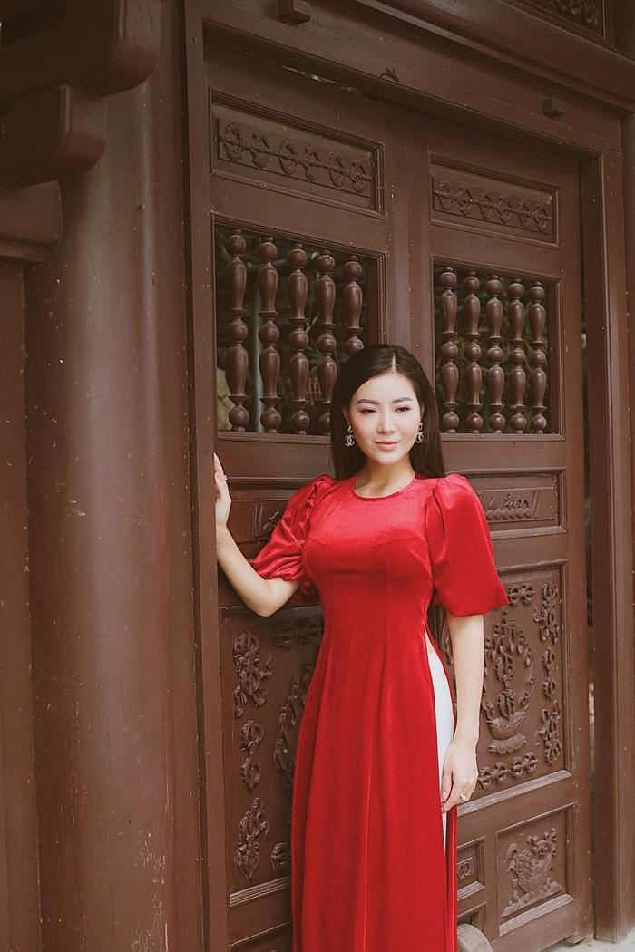 Diễn viên Thanh Hương dịu dàng với áo dài nhung  - Ảnh 14.