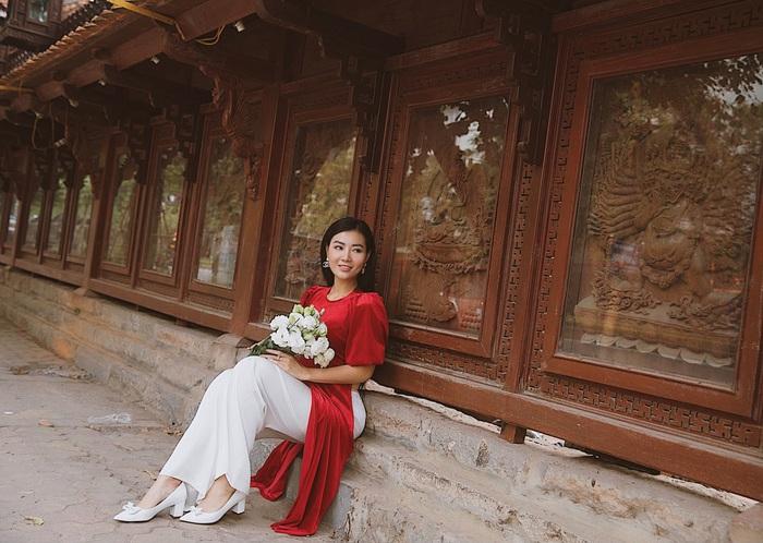 Diễn viên Thanh Hương dịu dàng với áo dài nhung  - Ảnh 12.