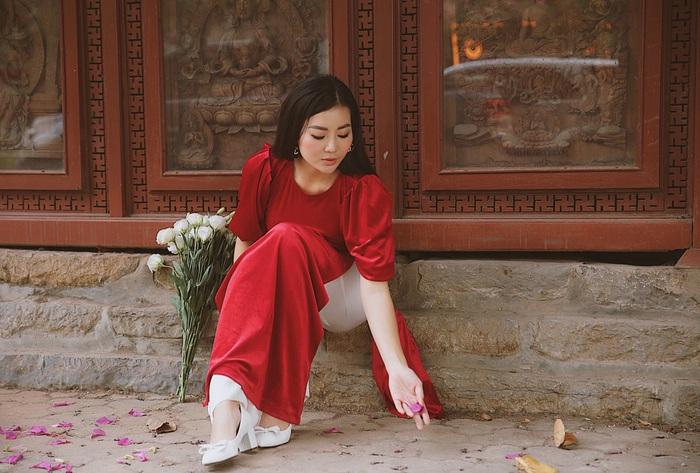 Diễn viên Thanh Hương dịu dàng với áo dài nhung  - Ảnh 11.