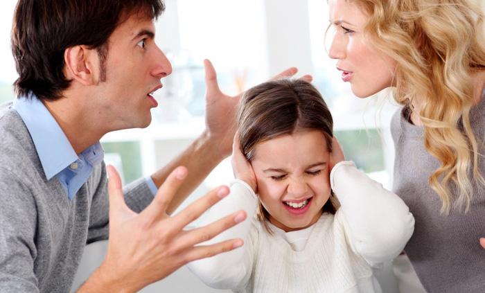Bố mẹ chưa bao giờ lắng nghe con nói. Tại sao bố mẹ lại quyết định toàn bộ cuộc sống của con? Ảnh minh họa