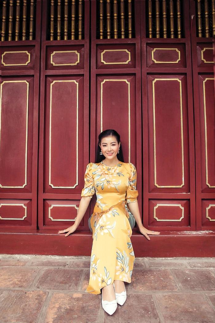 Diễn viên Thanh Hương dịu dàng với áo dài nhung  - Ảnh 6.