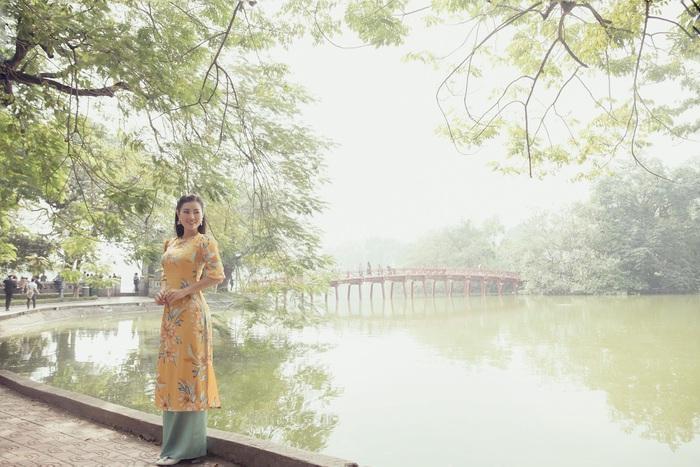 Diễn viên Thanh Hương dịu dàng với áo dài nhung  - Ảnh 5.