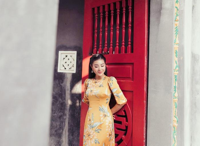 Diễn viên Thanh Hương dịu dàng với áo dài nhung  - Ảnh 3.