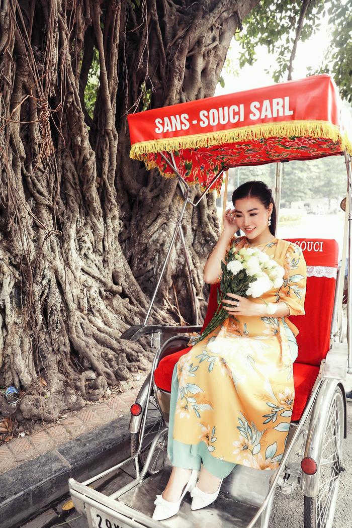 Diễn viên Thanh Hương dịu dàng với áo dài nhung  - Ảnh 2.