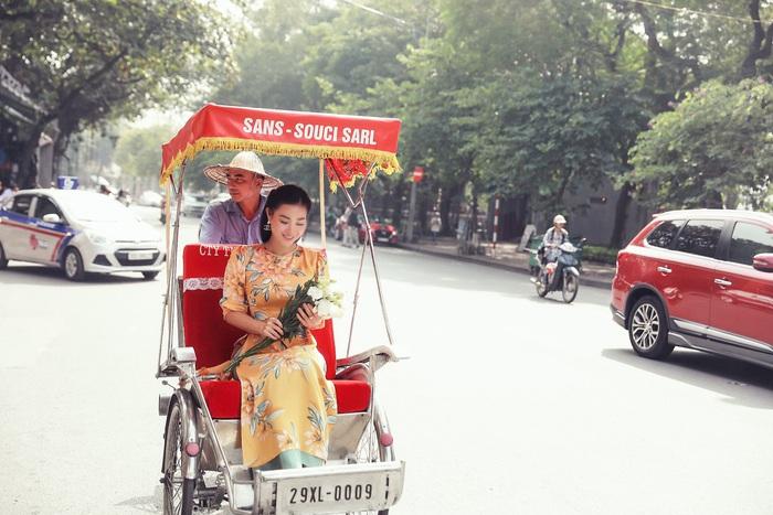 Diễn viên Thanh Hương dịu dàng với áo dài nhung  - Ảnh 1.