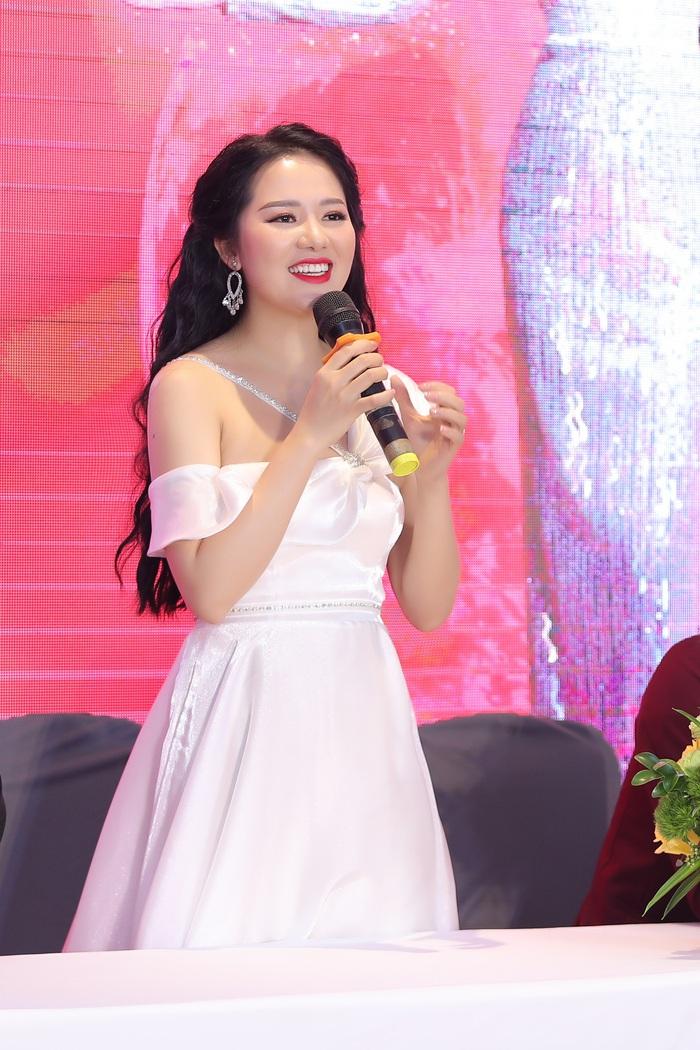 Phạm Thùy Dung ra album thính phòng đón Giáng sinh - Ảnh 1.