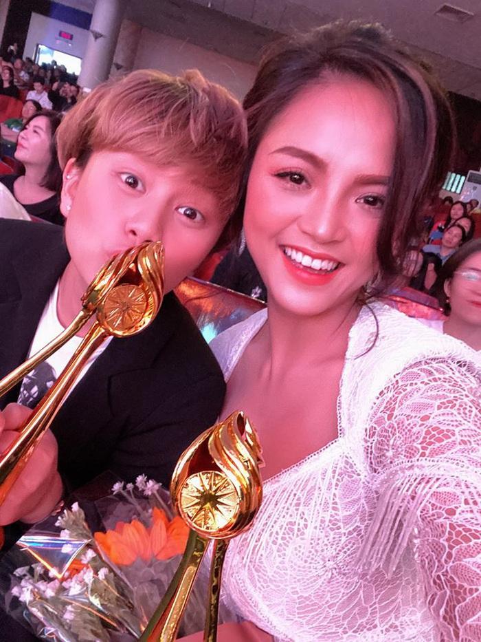 Diễn viên Thu Quỳnh và Bảo Hân chia sẻ niềm vui nhận giải thưởng lớn của Liên hoan Truyền hình toàn quốc 2019