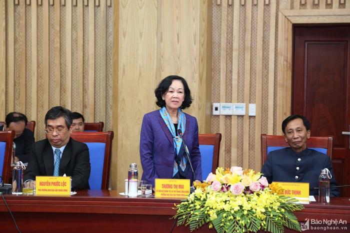 Trưởng Ban Dân vận TW Trương Thị Mai trao tặng nhà tình nghĩa cho các hộ nghèo tại Nghệ An - Ảnh 1.