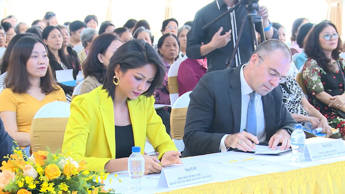 """Hoa hậu H'Hen Niê đồng hành cùng """"Phụ nữ với quản lý tài chính cá nhân""""  - Ảnh 4."""