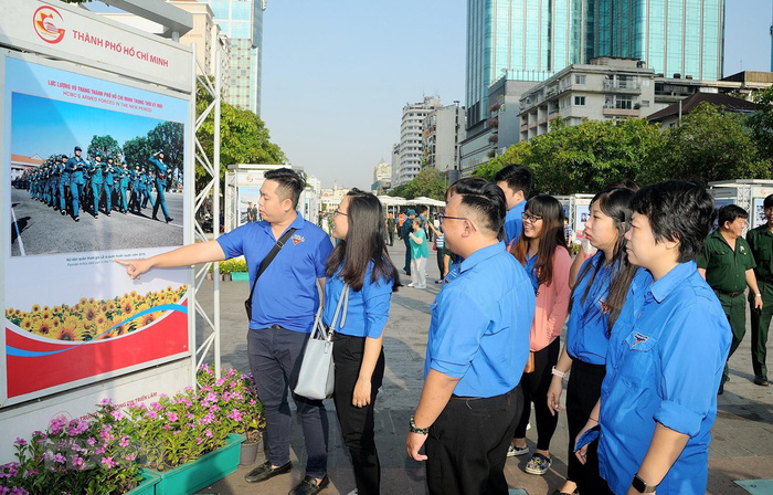 Triển lãm ảnh và tư liệu về Quân đội Nhân dân tại TPHCM - Ảnh 1.