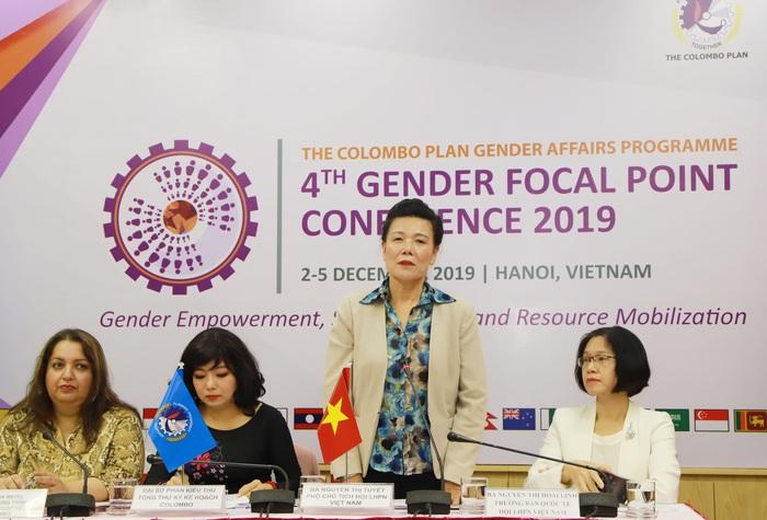 Phó chủ tịch Hội LHPN Việt Nam Nguyễn Thị Tuyết phát biểu