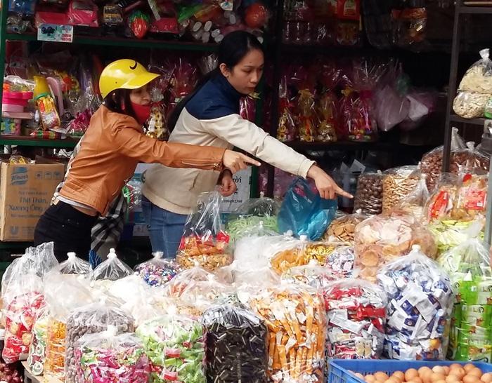 Người tiêu dùng nên cẩn thận trọng khi mua hàng thực phẩm Tết