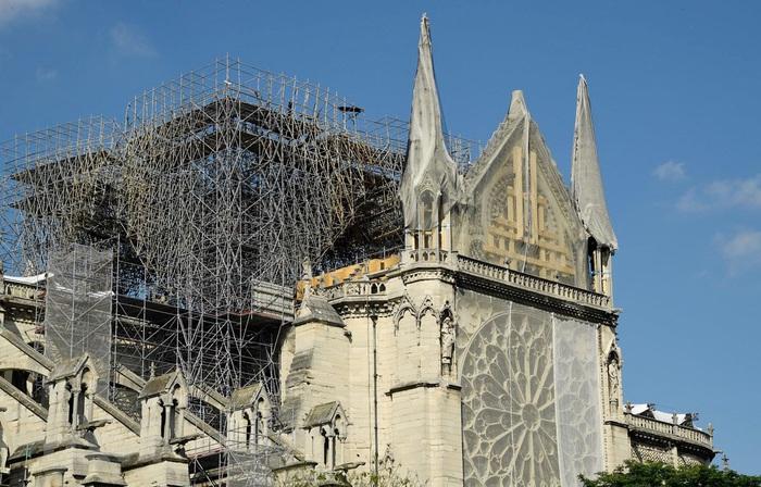Lần đầu tiên trong 200 năm Nhà thờ Đức Bà Paris không cử hành Thánh lễ - Ảnh 1.