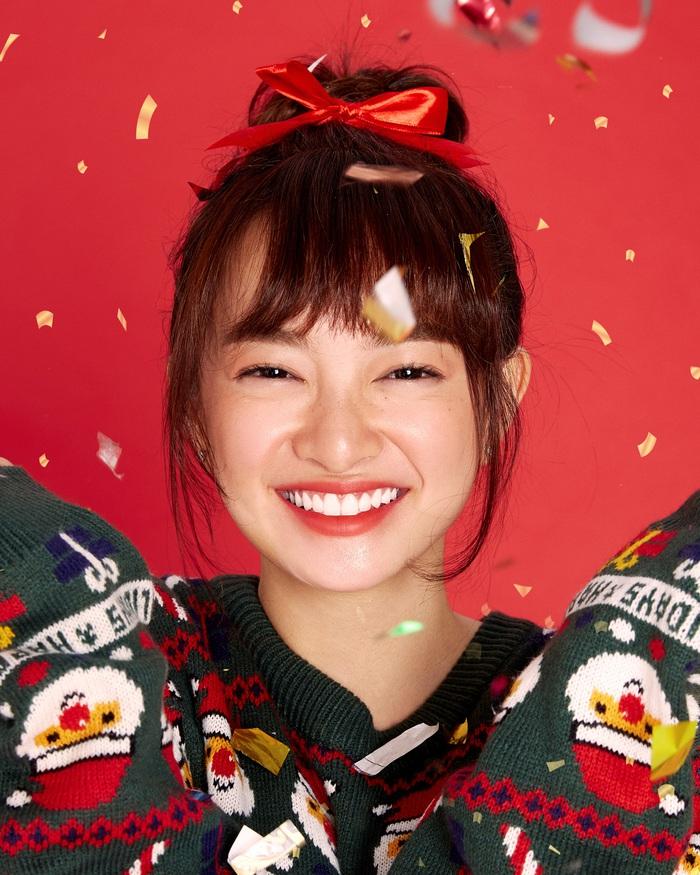 """Kaity Nguyễn cùng """"hội chị em"""" tụ họp dịp cuối năm, thực hiện bộ ảnh """"xịn xò"""" để mừng lễ giáng sinh  - Ảnh 4."""