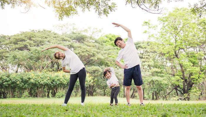 Xu hướng cả gia đình cùng nhau tham gia các hoạt động rèn luyện sức khỏe ngày càng trở nên phổ biến.