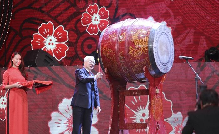 Tổng bí thư, Chủ tịch nước Nguyễn Phú Trọng đánh trống khai hội xuân năm 2019