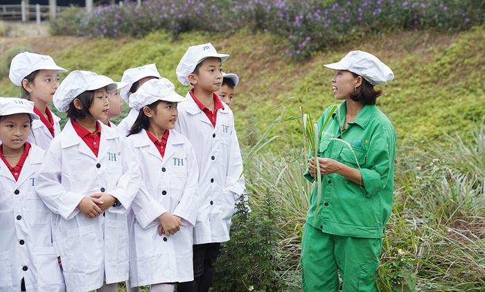 1 ngày trải nghiệm vui vẻ của các em nhỏ tại Trang trại bò sữa Organic TH  - Ảnh 2.