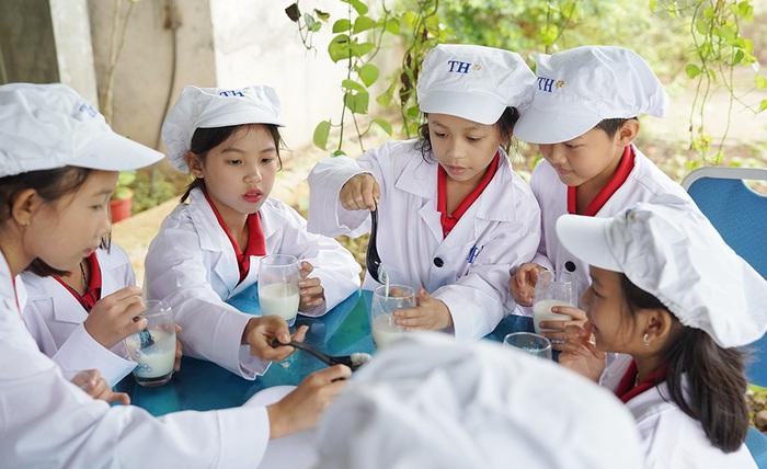 1 ngày trải nghiệm vui vẻ của các em nhỏ tại Trang trại bò sữa Organic TH  - Ảnh 6.