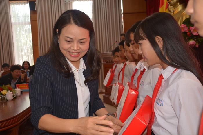 Tết yêu thương đến với phụ nữ, trẻ em Đắk Lắk - Ảnh 3.