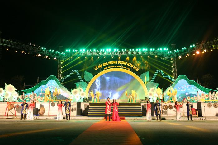 Lần thứ 2 Lễ hội hoa hướng dương được UBND huyện Nghĩa Đàn (Nghệ An) và Tập đoàn TH chủ trì tổ chức