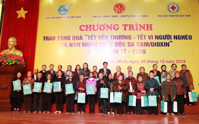"""Phó Thủ tướng Vũ Đức Đam dự, trao quà """"Tết vì người nghèo và nạn nhân chất độc da cam"""" Xuân Canh Tý - 2020 tại Bắc Ninh - Ảnh 1."""