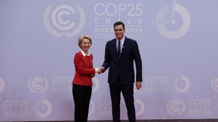 Bà Ursula von der Leyen và thủ tướng Tây Ban Nha Pedro Sanchez tại COP25