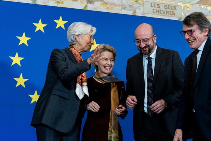 Từ trái sang: Chủ tịch Ngân hàng Trung ương châu Âu Christine Lagarde, Chủ tịch EC Ursula von der Leyen, Chủ tịch Hội đồng châu Âu Charles Michel, Chủ tịch Nghị viện châu Âu David Sassoli