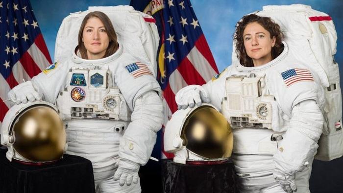Hai nữ phi hành gia Christina Koch (trái) và Jessica Meir
