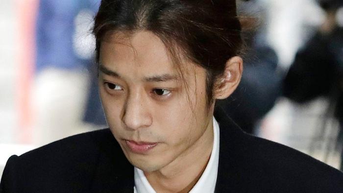 Jung Joon Young trước tòa