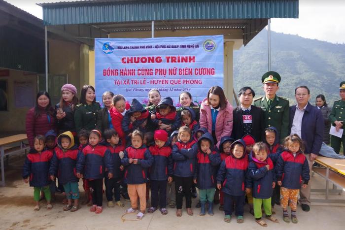 Tặng quà trị giá 110 triệu đồng cho các xã biên giới Nghệ An - Ảnh 2.