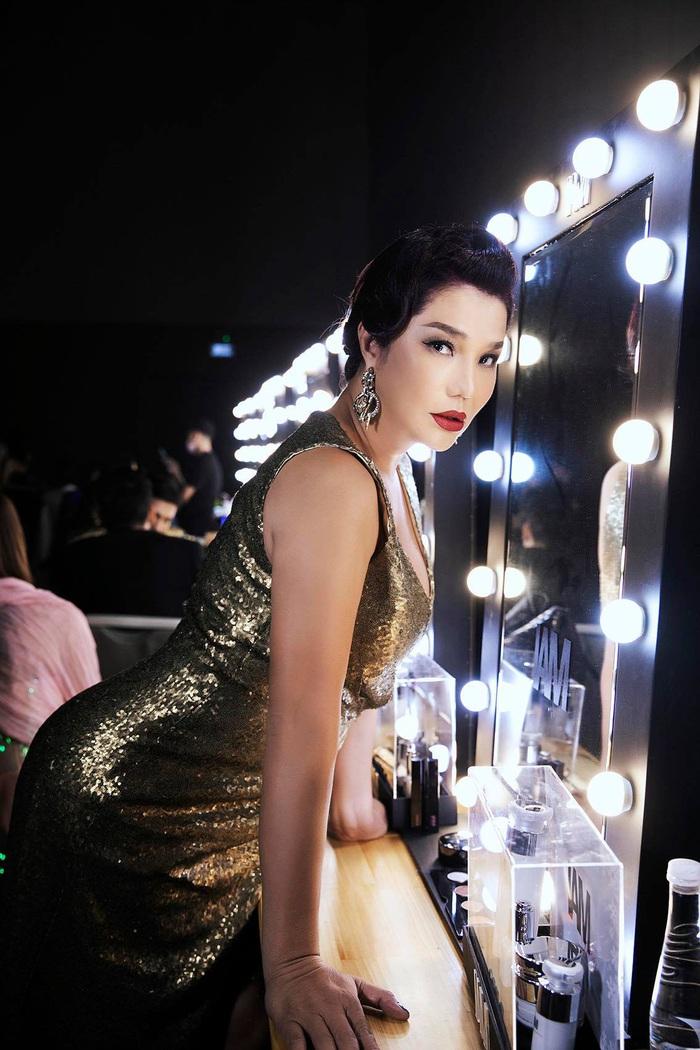Cindy Thái Tài, Hà Anh, Hồng Nguyễn tái hiện hình ảnh siêu sao thập niên cũ - Ảnh 4.