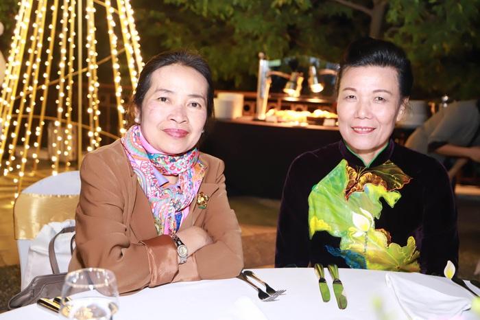 Phó Chủ tịch Hội LHPN Việt Nam Nguyễn Thị Tuyết bên Phó Chủ tịch Hội Phụ nữ Lào Sirikit Boupha