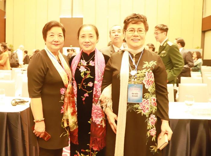 Phó Chủ tịch thường trực Hội LHPN Việt Nam Hoàng Thị Ái Nhiên và các đại biểu nữ tham dự Đại hội đại biểu toàn quốc lần thứ VI nhiệm kỳ 2019-2024 của VUFO