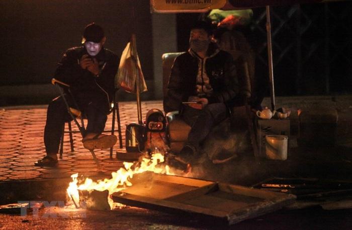 Đêm nay Hà Nội dự báo rét đến 11℃ - Ảnh 1.