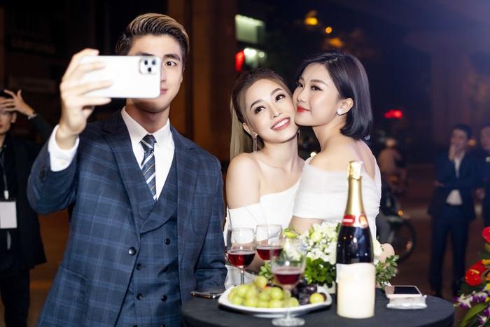 """Á hậu Phương Nga chạm trán """"tình địch"""" Lương Thanh - Ảnh 5."""