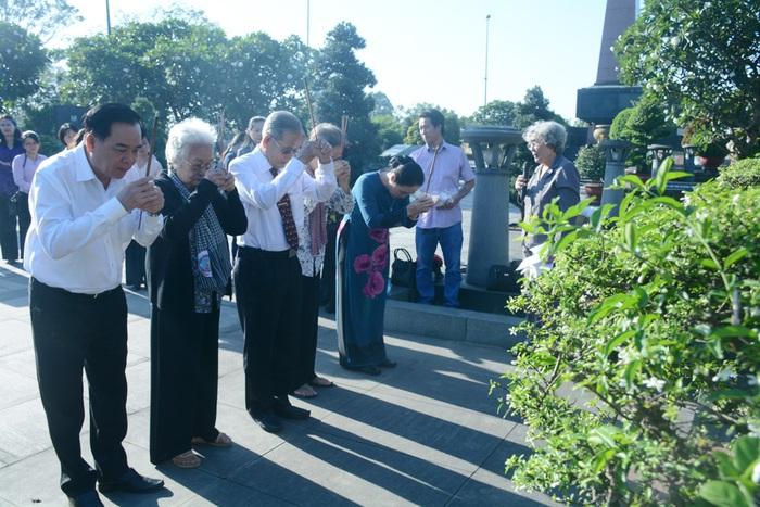 Khởi công nâng cấp phần mộ nữ tướng Nguyễn Thị Định - Ảnh 1.