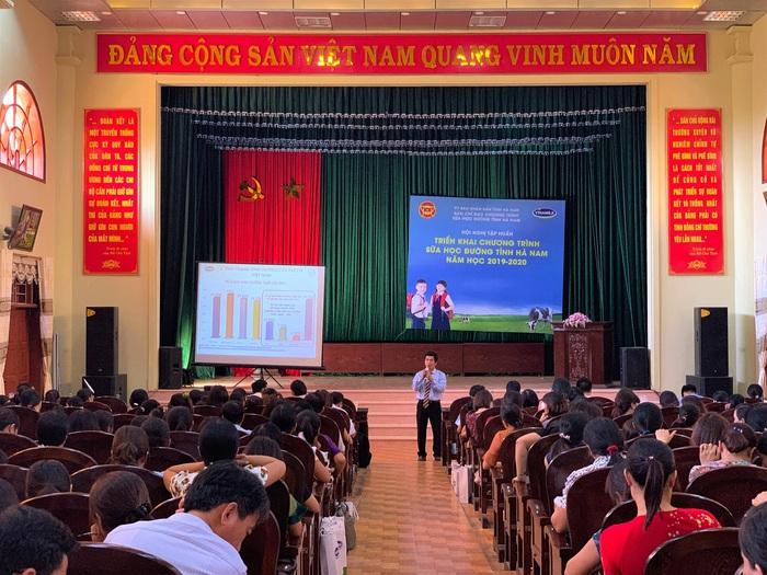 Các buổi tập huấn chương trình Sữa học đường với sự tham gia đông đảo của các thầy cô giáo và phụ huynh học sinh