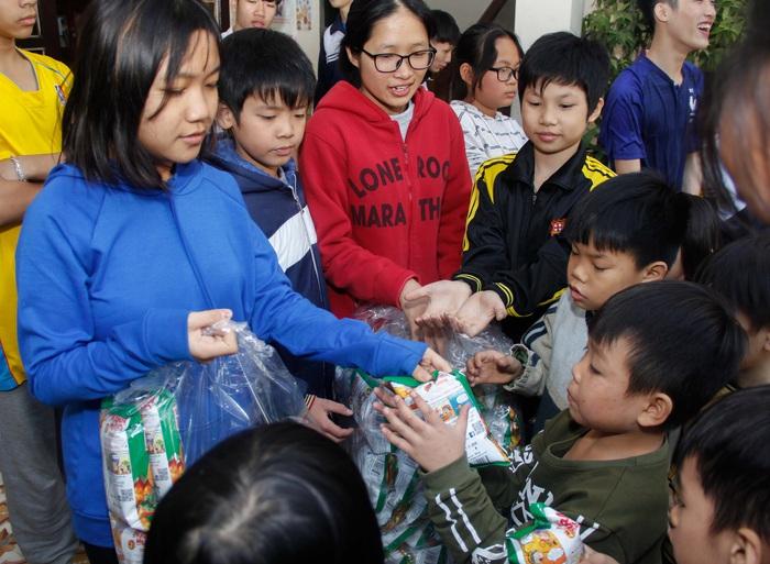 Ngày hội Mottainai 2019: Trao quà cho trẻ em đặc biệt khó khăn tại 2 đơn vị bảo trợ xã hội - Ảnh 2.