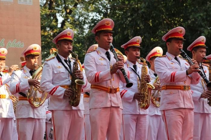 Đội Nghi lễ Cảnh sát cơ động biểu diễn tại Chương trình