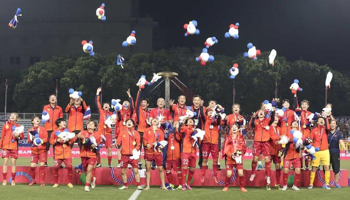 """Doanh nghiệp địa ốc """"thưởng nóng"""" 1 tỷ đồng cho đội tuyển nữ Việt Nam - Ảnh 1."""