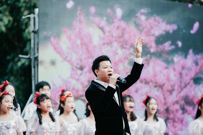 """Nghe Vũ Thắng Lợi, Akari và dàn hợp xướng thiếu nhi hát """"Và hoa sẽ nở"""" đầy cảm xúc  - Ảnh 3."""