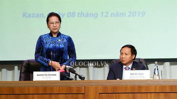 Chủ tịch Quốc hội đón nhận tình cảm ấm áp của cộng đồng người Việt tại Tatarstan, LB Nga - Ảnh 2.