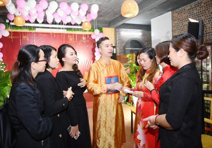 Bảo tồn văn hóa áo dài Việt thông qua các hoạt động thực tiễn - Ảnh 1.