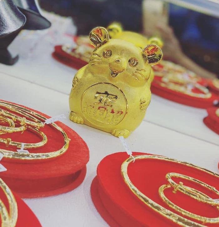Chuột vàng thần tài may mắn, dùng trang trí hoặc làm hũ tiết kiệm. Giá 50.000 đồng