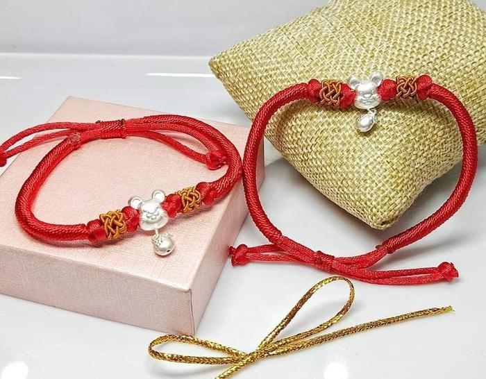 Chuột được xuất hiện trên những món đồ trang sức giúp chị em làm điệu.
