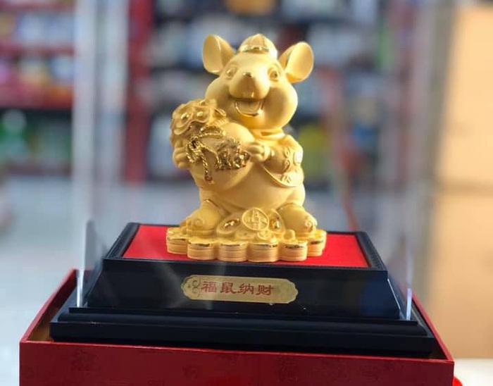 Chuột mạ vàng, là vật phẩm phong thủy được nhiều gia đình chọn lựa trong năm Canh Tý