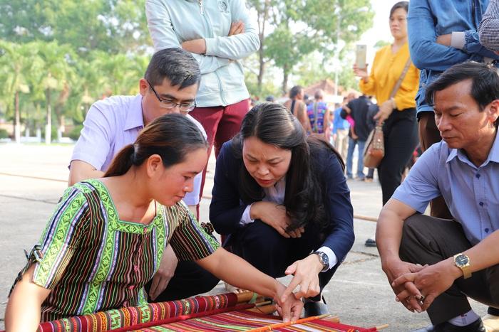 Hội LHPN Việt Nam mang Tết yêu thương đến người dân cao nguyên Lâm Đồng - Ảnh 2.