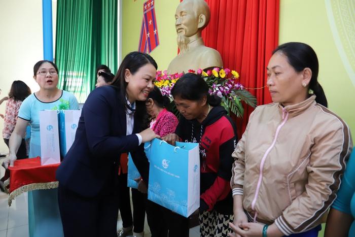 Hội LHPN Việt Nam mang Tết yêu thương đến người dân cao nguyên Lâm Đồng - Ảnh 6.