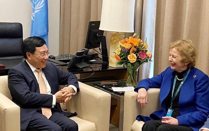 Phó Thủ tướng Phạm Bình Minh và bà Mary Robinson, Chủ tịch Nhóm các Cựu Lãnh đạo các nước tại LHQ