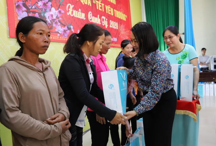 Hội LHPN Việt Nam mang Tết yêu thương đến người dân cao nguyên Lâm Đồng - Ảnh 7.